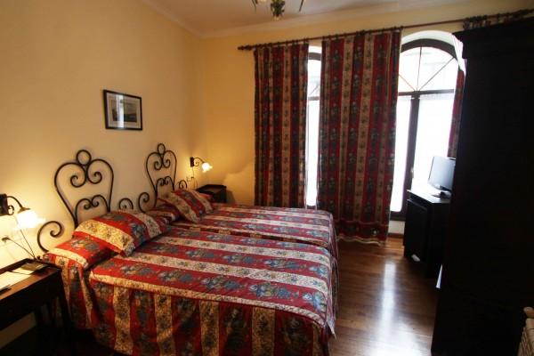 habitación doble básica hotel casona del busto